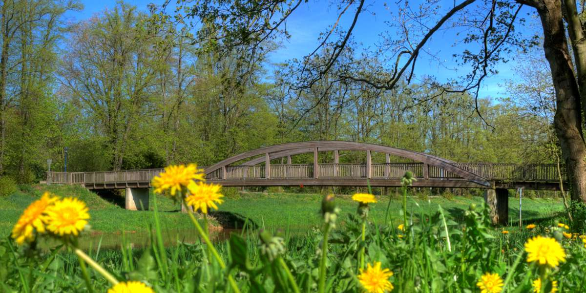 Bahnhofsbrücke im Kurpark